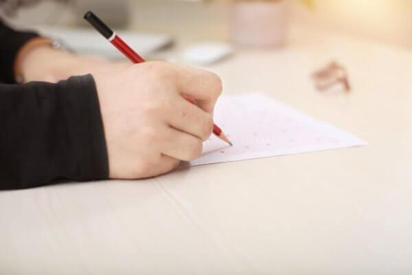 írás közbeni kéz