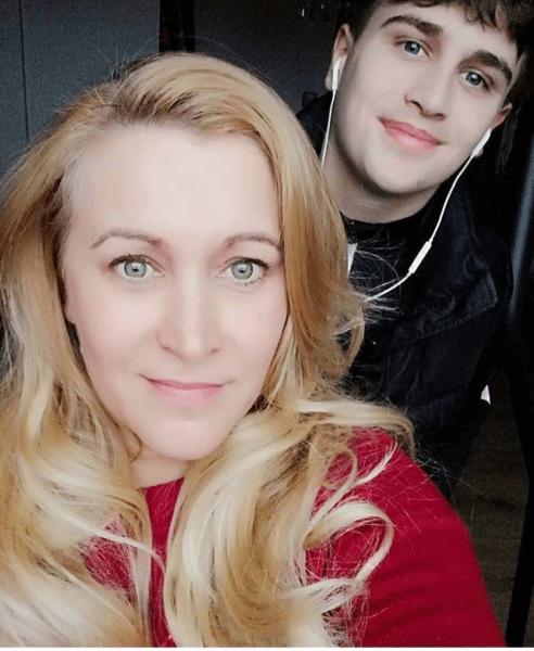 Farkas Martin volt diák az édesanyjával